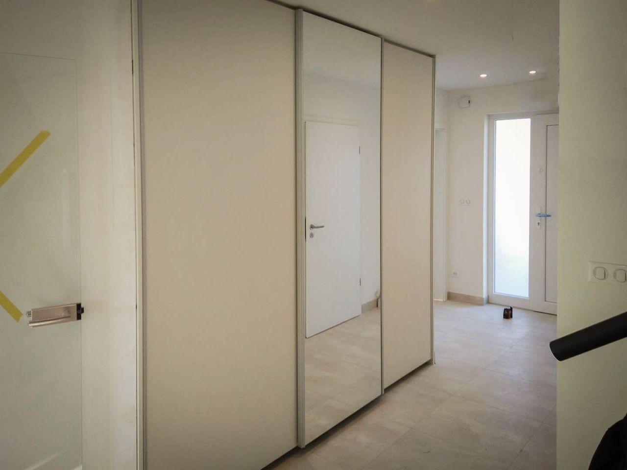 Placard coulissant 3 portes avec miroir centrail