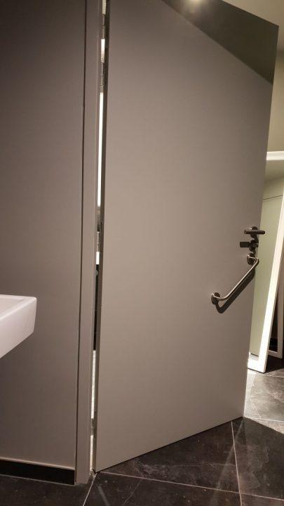 Porte menuiserie de salle de bains