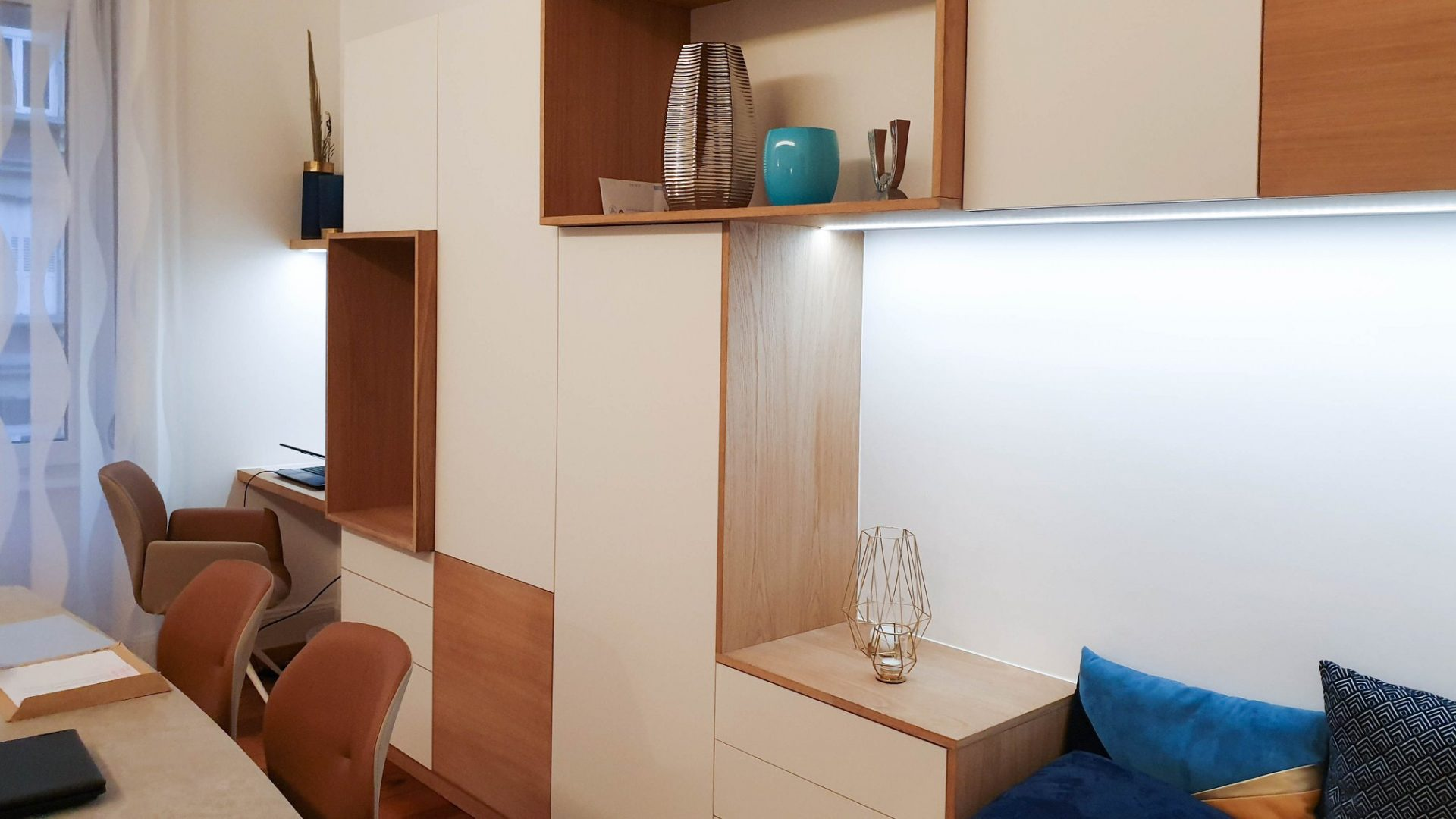 Meuble séjour en chêne avec éclairage LED